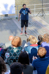 "Sommer in der Hamburger Hafencity - Veranstaltung ""Wortflut"" Poetry Slam am Störtebeker Ufer, Magdeburger Hafen."