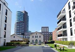 Neubaugebiet auf der Harburger Bahnhofsinsel - Wohnhäuser; Blick zum Schellerdamm und dem Bürohochhaus Channel Tower.