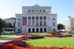 Gebäude der Lettischen Nationaloper - ursprünglich erbaut 1863 im Neoklassizismus, Entwurf  Ludwig Bohnstedt.