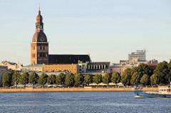 Blick über die Daugava / Düna um Rigaer Dom -  Kathedralkirche der Evangelisch-Lutherischen Kirche Lettlands; Grundsteinlegung Anfang des 13. Jahrhunderts.