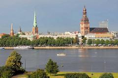 Blick über die Düna zum Rigaer Dom und zur Jacobuskirche