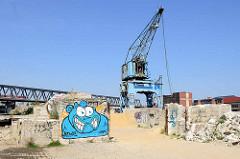Reste einer Verladestation für Schüttgut am Billhafen in Hamburg Rothenburgsort.