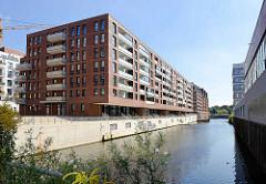 Neubauten am alten Industriekanal / Sonninkanal in Hamburg Hammerbrook; der Kanal bildete die Verbindung zwischen Mittelkanal und Nordkanal.