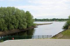 Mündung der Seeve am Seevesiel / Gemeinde Seevetal in die Elbe.