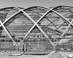 Dachkonstruktion vom Bahnhof Elbbrücken - Stahlträger und Glas.