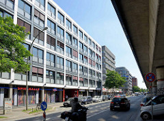 Bürogebäude / Geschäfte in der Hammerbrooker Straße im Hamburger Stadtteil Hammerbrook.