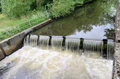 Mündung / Staustufe vom Seevekanal in die Seeve bei Maschen.
