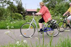 Fahrradweg / Fahrradtour entlang des Seevekanals in der Gemeinde Seevetal.