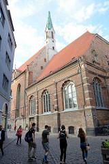 Blick zum Kirchturm der St. Johanniskirche in Riga - ursprünglich Klosterkirche, Umbau um 1500.