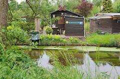 Schrebergärten / Kleingärten am Ufer des Seevekanals.