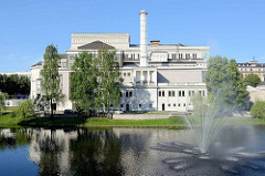 Rückseite vom Gebäude der Lettischen Nationaloper - ursprünglich erbaut 1863 im Neoklassizismus, Entwurf  Ludwig Bohnstedt.