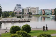 Altes Hafenbecken an der Daugava in Riga - Blick zur Lettischen Nationalbibliothek.