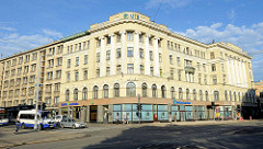 Geschlossene Eckbebauung - Geschäftshaus in Riga.