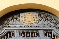Eisentor - Wappen von Lettland; Rigaer Schloss; Baubeginn als Festung für den livländischen Orden 1330; Umbau zum Sitz der Provinzregierung im 19. Jahrhundert - heute Sitz der lettischen Präsidenten.