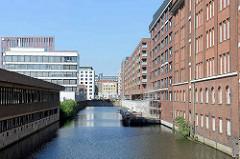 Wohnhäuser / Bürogebäude am Ufer vom Industriekanal, Sonninkanal in Hamburg Hammerbrook.