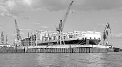 Das RoRo Schiff Atlantic Sail liegt im Werfthafen der Hamburger Werft Blohm & Voss