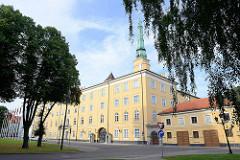 Rigaer Schloss; Baubeginn als Festung für den livländischen Orden 1330; Umbau zum Sitz der Provinzregierung im 19. Jahrhundert - heute Sitz der lettischen Präsidenten.