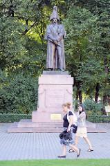 Bronzeskulptur in Riga.