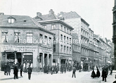 Blick vom Graskeller in den Neuen Wall um 1886; Passanten und Pferdefuhrwerk mit Fahrgästen - historische Bilder aus der Hamburger Neustadt.