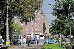 Backsteinblocks in der Veddeler Brückenstrasse im Hamburger Stadtteil Veddel; die Wohnblocks wurden 1928 erbaut - Architekt Oberbaudirektor Fritz Schumacher.