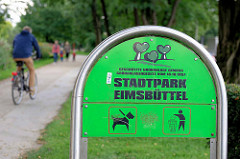 Schild Stadtpark Eimsbüttel in Hamburg Lokstedt, Radfahrer - SpaziergängerInnen.