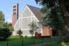 Ev. lutherische Cornelius-Kirche in Hamburg Neugraben Fischbek, Dritte Meile; erbaut 1964 - steht unter Denkmalschutz.