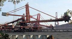 Transportbänder / Transportanlage für Schüttgut beim Sandauhafen / Hansaport in Hamburg.