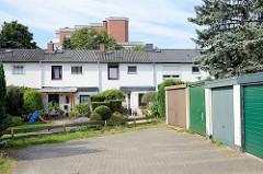 Reihenhäuser mit seperaten Garagenanlage in Flaßheide von Hamburg Stellingen.