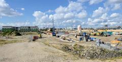 Blick von der Baakenwerder Strasse auf das Baugelände am Baakenhafen in der Hamburger Hafencity.