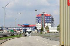 Einfahrt zum Container Terminal Tollerort in Hamburg Steinwerder.