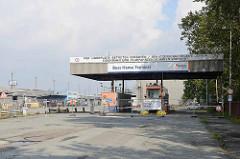 Ehemalige Einfahrt zum Buss Hansa Terminal am Hamburger Oderhafen. Das Terminal hat seinen Betrieb Ende 2016 eingestellt.
