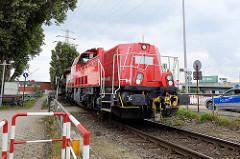 Hafenbahn im Hamburger Hafen, Kleiner Grasbrook; Lokomotive / Güterzug am Rossdamm in Hamburg Steinwerder.