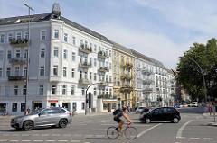 Mehrstöckige Gründerzeit Wohnblocks an der Osterstrasse in Hamburg Eimsbüttel.