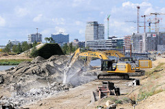 Abbrucharbeiten von der Kaimauer am Versmannkani im Hamburger Baakenhafen / Hafencity.
