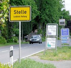 Dorfeingang von Stelle, Landkreis Harburg - Schilder.