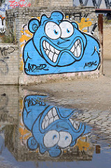 Grafitti an der Ruine einer Verladestation für Schüttgut am Billhafen in Hamburg Rothenburgsort.
