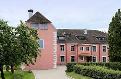 Schloss Mazstraupe - ehm. Sitz vom Erzbischof in Riga; jetzt Nutzung als Schulgebäude in Straupe.