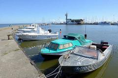 Sportboothafen im Kurischen Haff bei Nida, Litauen.