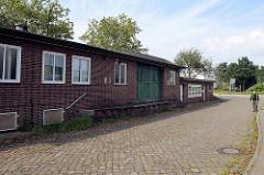 Altes Lagergebäude / Zollgebäude am Köhlbranddeich in Hamburg Steinwerder.