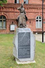 Denkmal / Bronze-Skulptur der Leelotaja in  Fellin / Viljandi, Estland. Kopie; Original Künstlerin Lydia Laas, 1957.