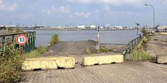 Verlassener Sthamerkai / Laderampe am Oderhafen in Hamburg Steinwerder - ehem. Betriebsgelände vom Buss Hansa Terminal am Hamburger Oderhafen. Das Terminal hat seinen Betrieb Ende 2016 eingestellt.