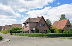Siedlung der 1930er Jahre in Stelle / Einzelhäuser mit Backsteinfassade.
