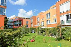 Neubaugebiet an der Emil Andresen Strasse in Hambug Lokstedt - moderne Engergieeffizenzhäuser mit farbiger Fassade.