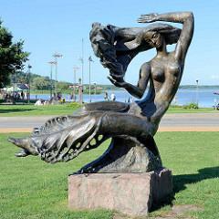 Bronzeskulptur an der Uferpromenade von Nida - Kurische Nehrung.