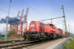 Güterzug / Lokomotive, Rangierlok 261 091 - 3 beim Waltershofer Hafen in Hamburg.