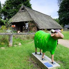 Naturschutz Informationshaus beim Fischbeker Heideweg, umgebauter Schafsstall.