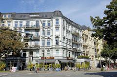 Gründerzeitarchitektur in Hamburg Eimsbüttel - Wohnhäuser und Geschäfte im Eppendorfer Weg.