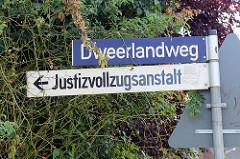 Strassenschild Dweerlandweg in Hamburg Billwerder - Justizvollzugsanstalt.