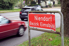 Stadtteilgrenze / Ortsschild Niendorf, Bezirk Eimsbüttel an der Friedrich-Ebert-Strasse in Hamburg.