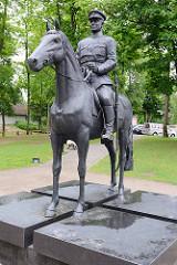 Reiterskulptur, Bronze in Fellin / Viljandi, Estonia; Reiterdenkmal General Johan Laidoner - Oberbefehlshaber der Truppen im Estnischen Freiheitskrieg, Ehrenbürger der Stadt.